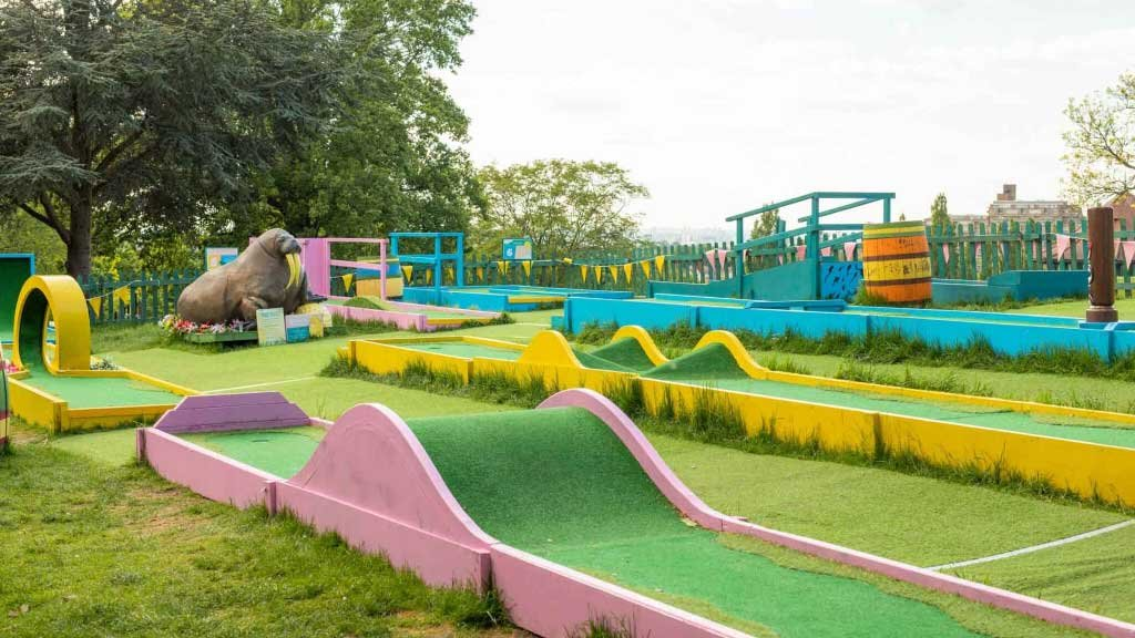 horniman crazy golf course